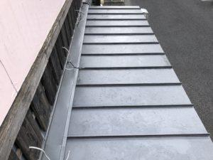 屋根庇部より雨漏り工事